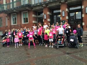 63 løbere i pink for pigerne på Frederiksberg Rådhusplads